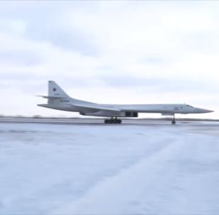 俄远程航空兵飞行员在恩格斯机场开启指挥官飞行