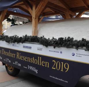 德累斯顿举行年度游行 展示传统巨型甜面包