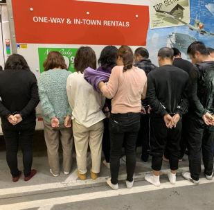 11名中国移民被发现藏在家具和电器中