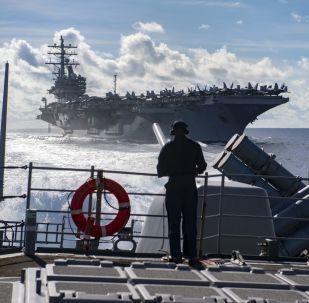 美國「羅納德·里根」號航空母艦和「錢瑟勒斯維爾」號導彈巡洋艦參加演習