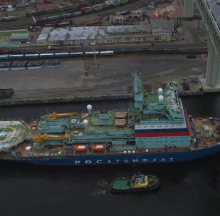 """俄首艘""""北极""""号新型核动力破冰船进行试航"""
